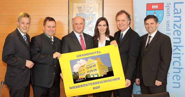 LH Erwin Pröll bei der Präsentation eines neuen Hotels