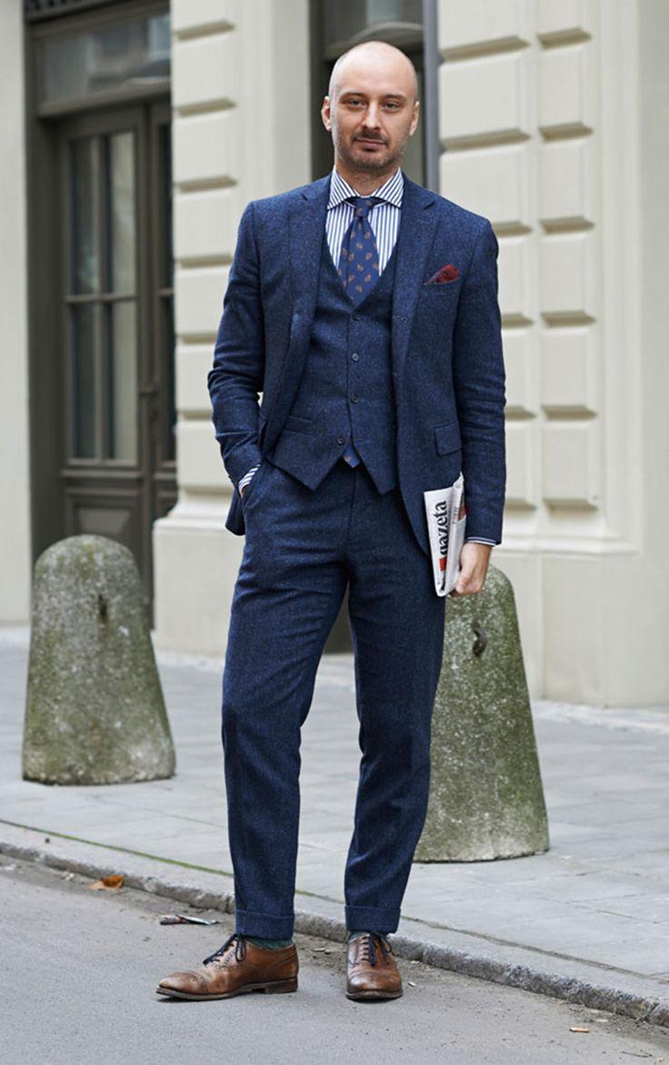 2014-10-30のファッションスナップ。着用アイテム・キーワードはストライプシャツ, スリーピーススーツ, ツイードスーツ, ドレスシューズ, ネイビースーツ, ネクタイ, ポケットチーフ,etc. 理想の着こなし・コーディネートがきっとここに。| No:64523