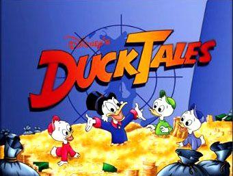 Ducktales é considerado o melhor desenho adaptado dos quadrinhos, e conta com 3 temporadas e 100 episódios. A exibição foi entre 1987 e 1990. Todos lembram as famosas chamadas com exibição sempre que o desenho direcionava para comercial, DuckTales – Os Caçadores de Aventuras voltam já!.