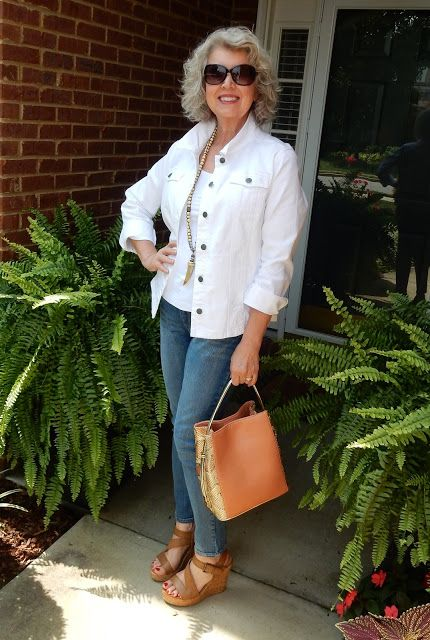 Sunny days are the perfect time to show off your summer whites like @susanstreet in her J.Jill denim multiseam jacket.