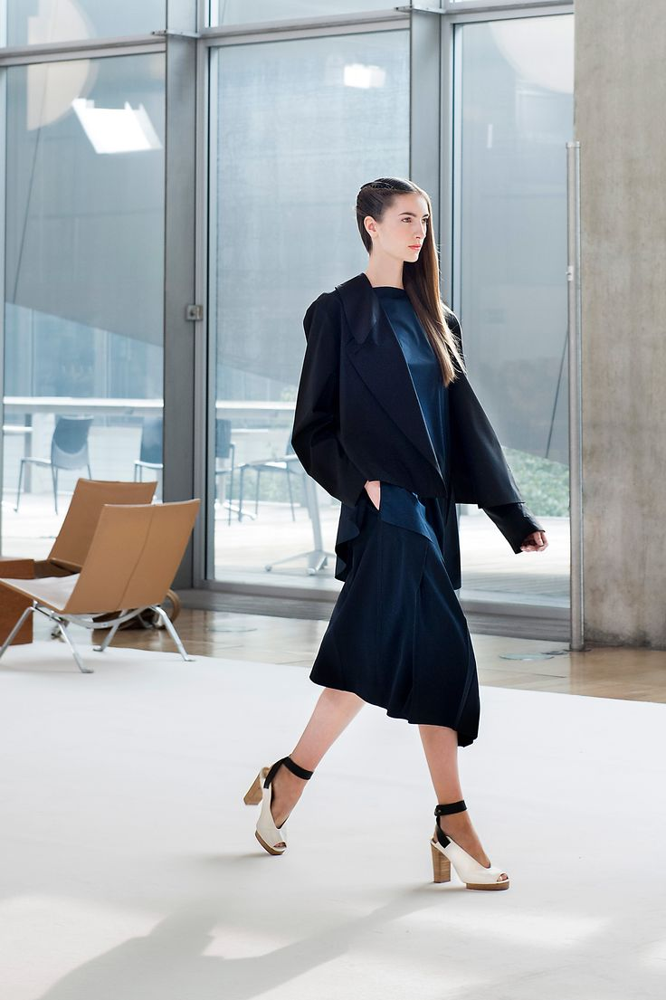 2. Trench-shirt in cotton poplin, asymmetrical blouse in featherweight cotton poplin, asymmetrical skirt in wool gabardine and heeled open sandals in leather