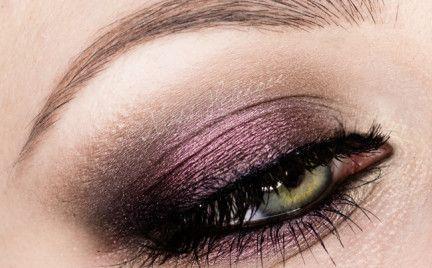 Dzisiaj coś dla osób lubiących głębokie, nasycone kolory na powiekach. Burgund jest kolorem bardzo eleganckim, więc jeśli nie boicie się ciemnej kolorystyki, będzie to ciekawa opcja na studni