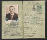 1938 Keményfedeles, fényképes magyar útlevél okmánybélyegekkel, vízumokkal, szép állapotban | axioart.com