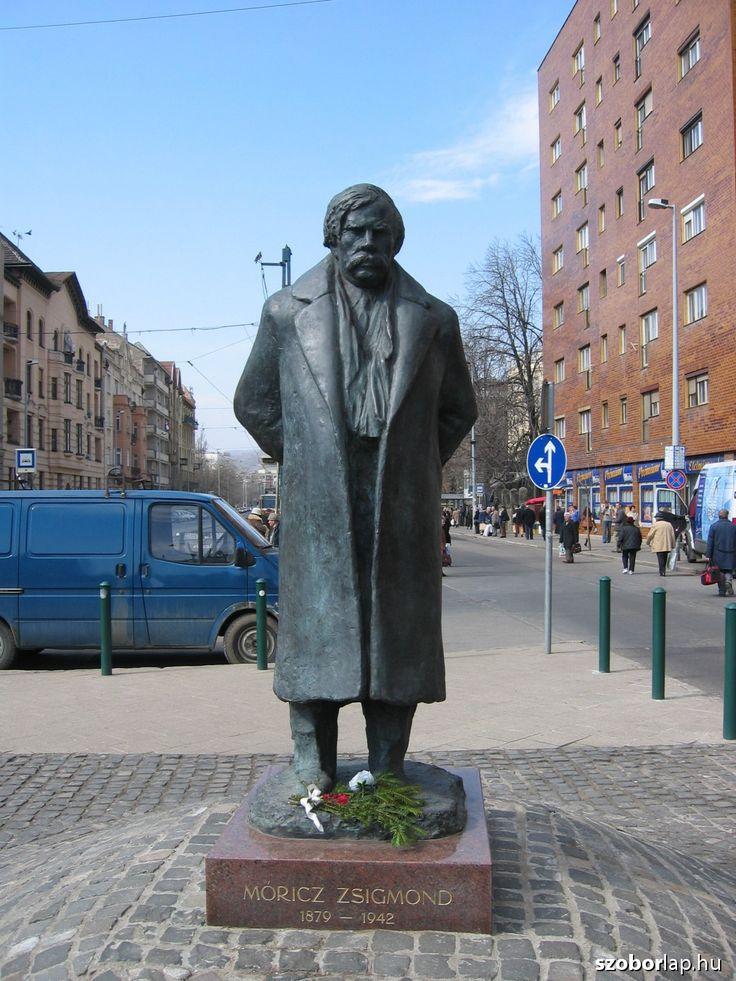 Móricz Zsigmond szobra - Budapest (Varga Imre, 2013) | Köztérkép