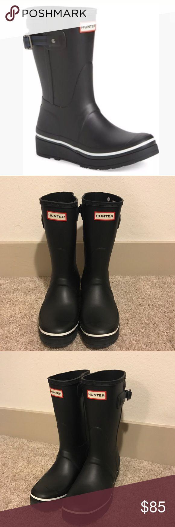 Hunter Original Short Wedge Rain Boots New 8 Hunter Original Short Wedge Rain Boots New without box was a display model Size 8 Women's Black Hunter Shoes Winter & Rain Boots
