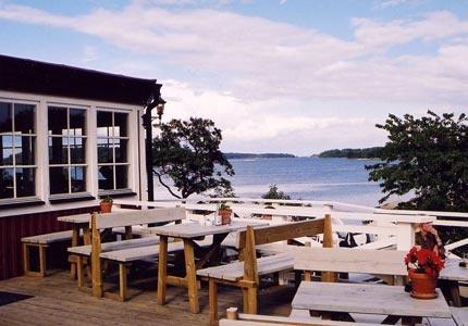 Finnhamn i Stockholms mellersta skärgård erbjuder vandrarhem, stugby, sjölängor, tältplatser och gästhamn. Restaurang och sommarbutik. Vandrarhemmet är anslutet till STF/HI.