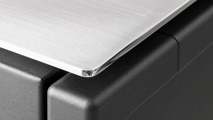 takeovertime Brushed aluminum plate w polished edge