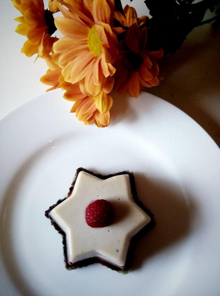 Vanilliccino cu ciocolata fina ~~ Vanilliccino with fine chocolate. Bistro Ma Cocotte. Brasov.  #vegan #raw #healthy #rawfood #veganism #foodpic