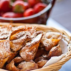 Nutella and Strawberry Wontons