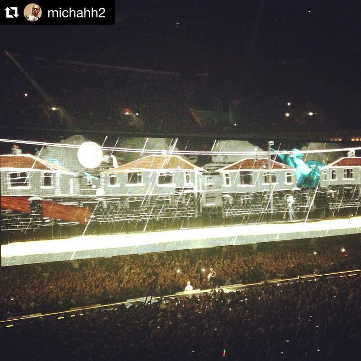 «#Repost @michahh2 ・・・ U2 - die wohl beste Band der Welt - neben Coldplay ;-) #u2 #u2ietour  #berlin #ireland #band #coldplay #mercedesbenzarena #conzert»