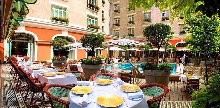 1000 ideas about royal monceau on pinterest philippe for Restaurant paris jardin