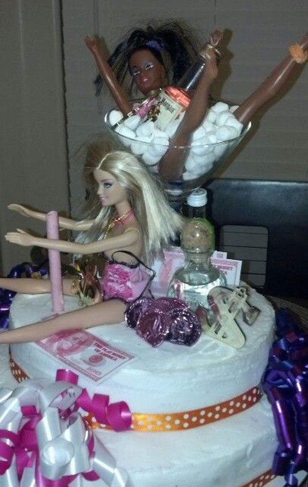 21 Of The Funniest 21st Birthday Cakes Ever Wow Gallery In 2020 21st Birthday Cakes 21st Birthday Cake For Girls Birthday Cake Girls