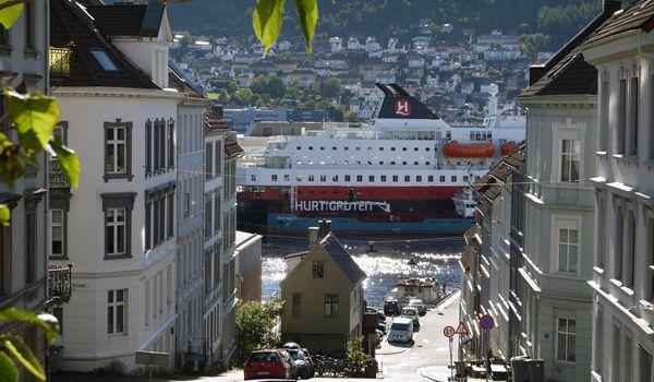 Норвежская компания Хуртигрутен меняет свою круизную концепцию, рассчитывая привлечь внимание ещё большего количества путешественников. #Hurtigruten #Norway