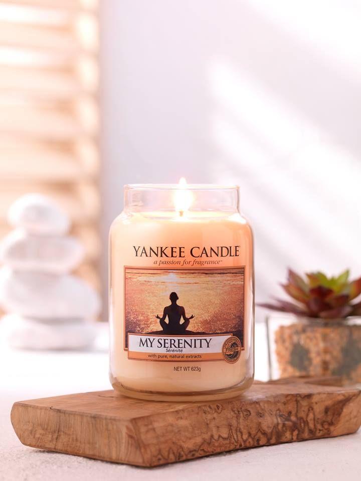 Definitionen av lugn! Varmt päron och apelsin blandat med tropiska blommor och mjuk mysk. Finns i L, M, S jar, votive, wax och tealight. #MySerenity #YankeeCandle