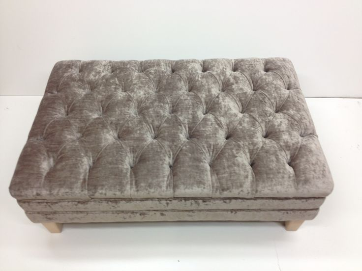 Deep buttoned table/seat