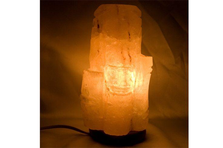 La lámpara viene con la instalación eléctrica incluida, lista para ser usada.    Cada lámpara de sal de los Himalayas es un modelo único. Entregada con un cable eléctrico 220v y una base de madera redonda.    Medidas: 23 cm x 12 cm    Peso: alrededor de 3kg