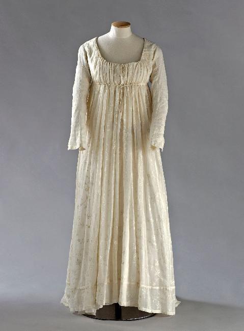 Dress, embroidered muslin, 1795-1800, Palais Galliera, musée de la Mode de la Ville de Paris