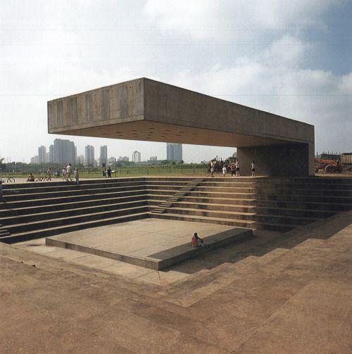 huaa:  fuckyeahbrutalism:  Monument, Villa-Lobos Park, Sao Paolo, Brazil (Decio Tozzi, 1987)  階段状のところは全て基礎です