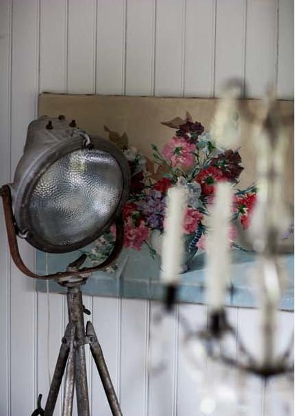 I want a floor lamp like this, will be on the hunt for parts to make one