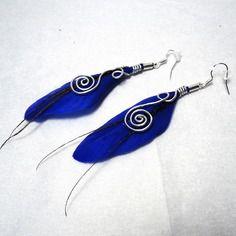 Boucles d'oreilles plumes féériques tribales bleu nuit électrique Cha'perli'popette - créatrice belge de bijoux artisanaux http://www.alittlemarket.com/boutique/cha_perli_popette-951481.html Retrouvez cha perli popette sur facebook https://www.facebook.com/pages/Chaperlipopette/378595345610288?ref_type=bookmark