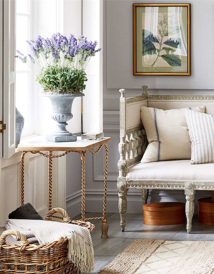 Potted Lavender, Antique Gilded Accents And Rough Hewn Linen Upholstery And  Accent Pillows Make For A Chic French Country Sitting Room. Part 95