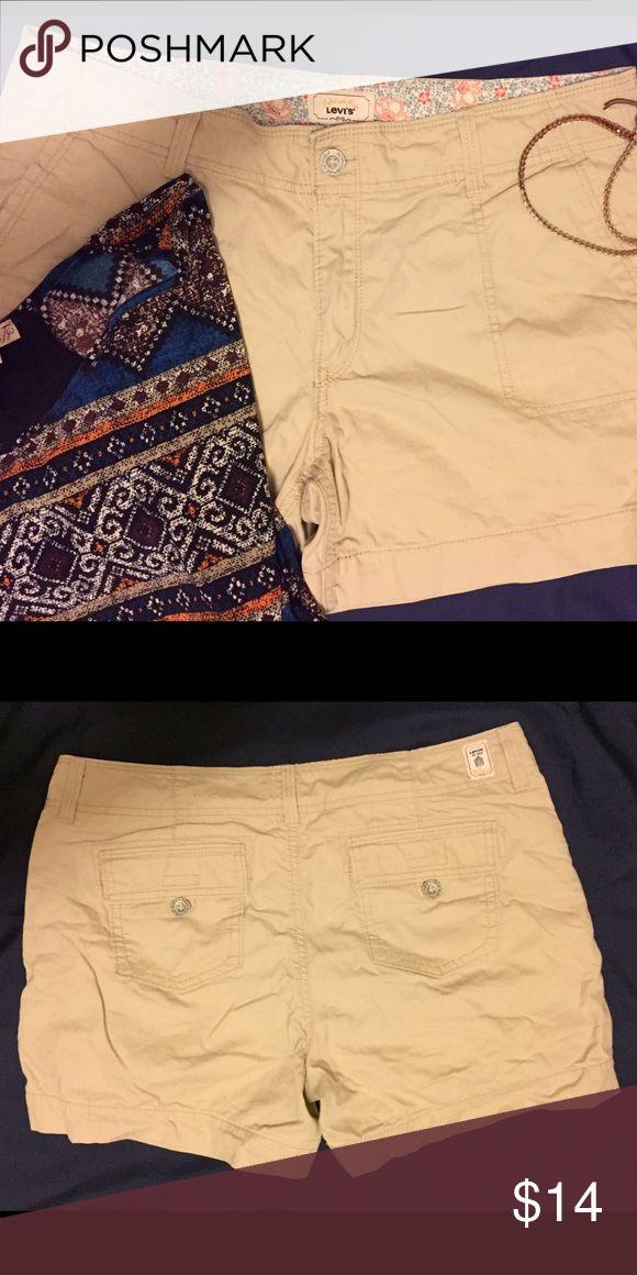 Beige shorts Levi's brand beige shorts. 100% cotton Levi's Shorts