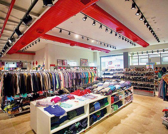 Guia de outlets e pontas de estoque na capital e arredores Saiba aonde ir para poupar até 90% em roupas, acessórios e móveis de grandes marcas