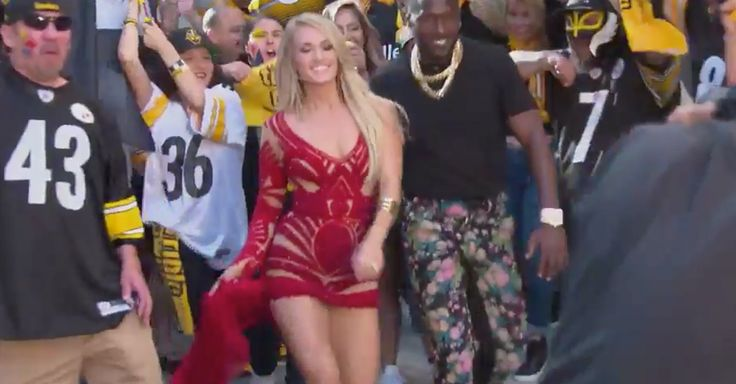 """Carrie Underwood flashes those crazy amazing legs for """"Sunday Night Football"""" teaser 
