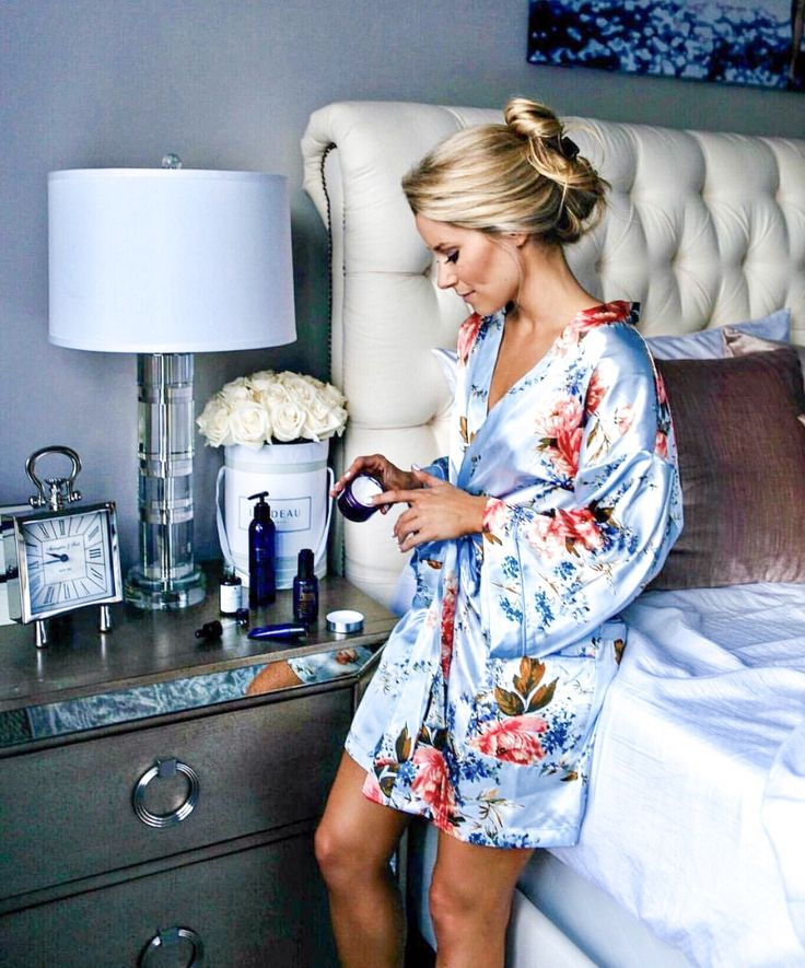 @oliviarink looks like heaven in our floral print satin robe! 🌹 getting ready for bed should always look this glam 💙