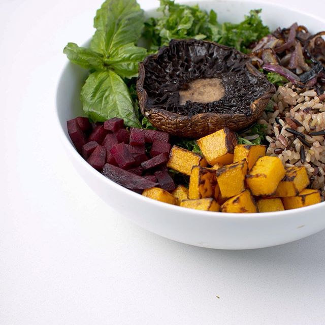 nutrient-dense mushrooms are key to a plant-based diet - we roast them in-house for a robust meaty flavor. try our portobello mushrooms + wild rice bowl at our la locations through march 22nd.👌 #tastetheseason #munchies #instafollow #amazing #foodofinstagram