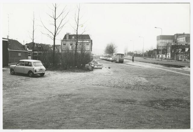 Friesestraatweg te Groningen, gezien naar het noordwesten, nabij de Eerste Spoorstraat