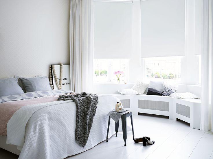 Een donkere slaapkamer bevordert de nachtrust. Verduisterende rolgordijnen @bcraamdecoratie