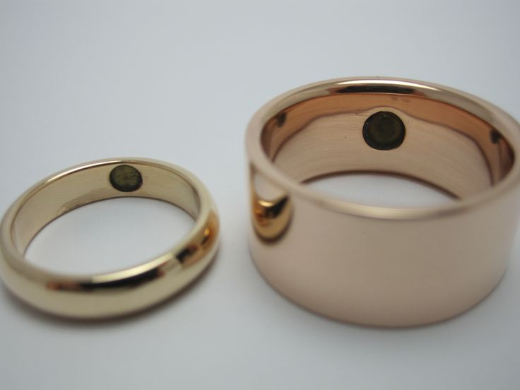 Wedding rings in red and pink gold with a piece of greenstone inside by seventysixdesign
