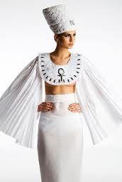 Este traje esta inspirado en la vestimenta de el antiguo Egipto, inspirado en los  los faraones egipcios