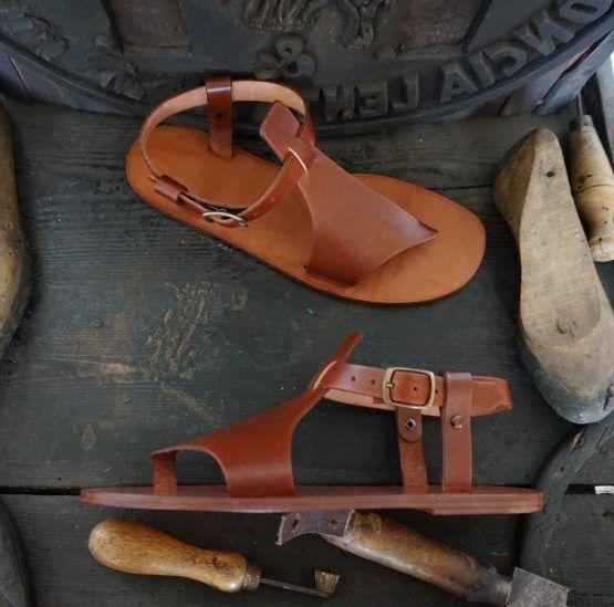 Sandali Artigianali da Donna in Cuoio e Vera Pelle al Vegetale Handcrafted woman Sandals natural tanned leather Handgefertigen naturgegebertes Leder DamenSandalen #cuoio #donna #sandals
