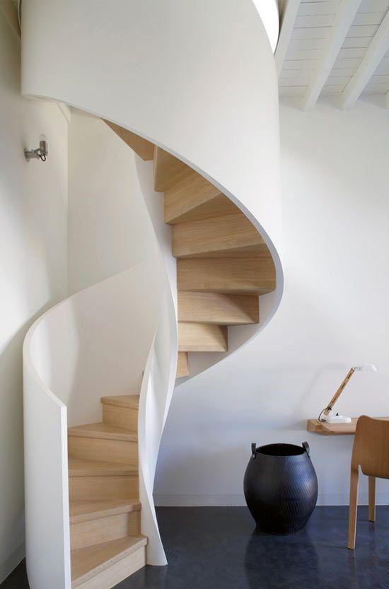 Escada em pouco espaço e com muita beleza