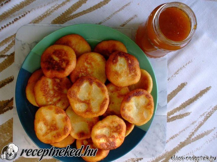 A legjobb Krumplis pogácsa recept fotóval egyenesen a Receptneked.hu gyűjteményéből. Küldte: Fogasné Marcsi