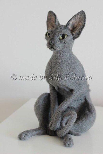 Aangepaste naald vilten kat handgemaakte sculptuur OOAK huisdier portret / Pet replica  Sculptuur van uw huisdier bijvoorbeeld Sphynx kat  Deze aanbieding is voor een aangepaste naald vilten sculptuur van uw huisdier! Stuur me fotos van uw SPHYNX kat en ik zal het in grootte kopiëren ~ 30 cm.  Deze unieke wol sculptuur bestaat uit natuurlijke 100% merinos wol met behulp van de techniek van naald vilten. Er is een draadframe binnen de poten.