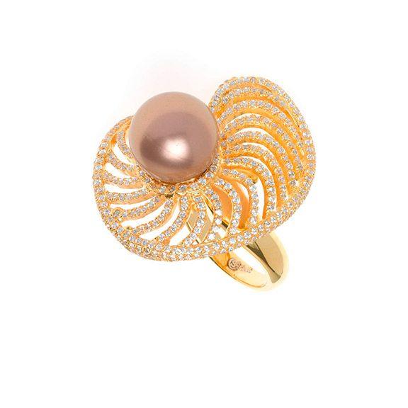 Sortija Salvatore Plata ref. 112S0155 chapada en oro con perla shell chocolate.