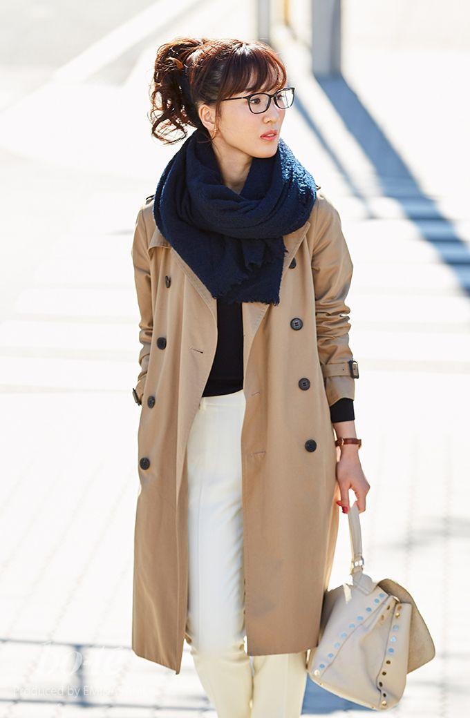e742540ff37d15 メンズライクなトレンチコートを女性らしく着こなしたキレイめカジュアル ...