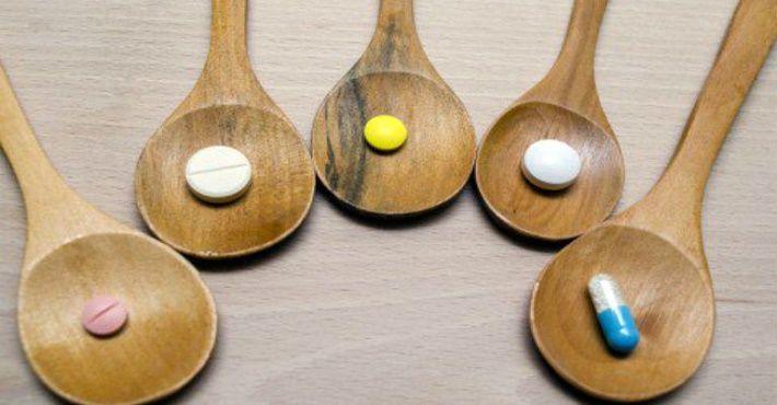 Tomar remédio com um simples suco de laranja ou combinar com outras pílulas pode trazer riscos à saúde.Sabia disso?O remédio para a pressão alta pode resultar em uma combinação perigosa se tomado na companhia de um suco de laranja.