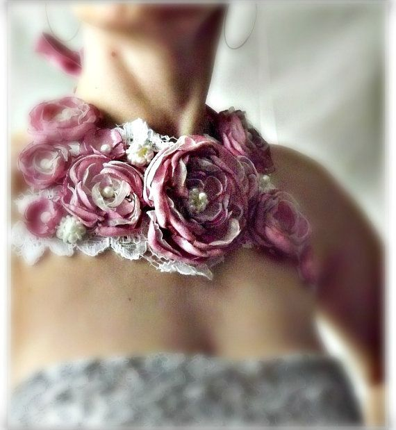 Fabric flower necklace bib necklace pink fabric di Zigettasstyle