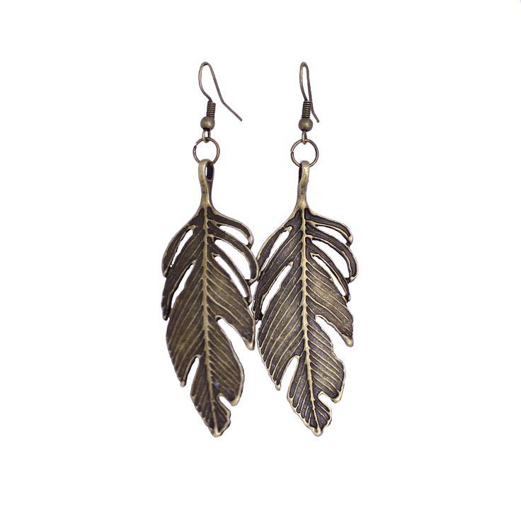 Egengjorda örhängen fjädrar i lite längre modell, bronsfärgade.