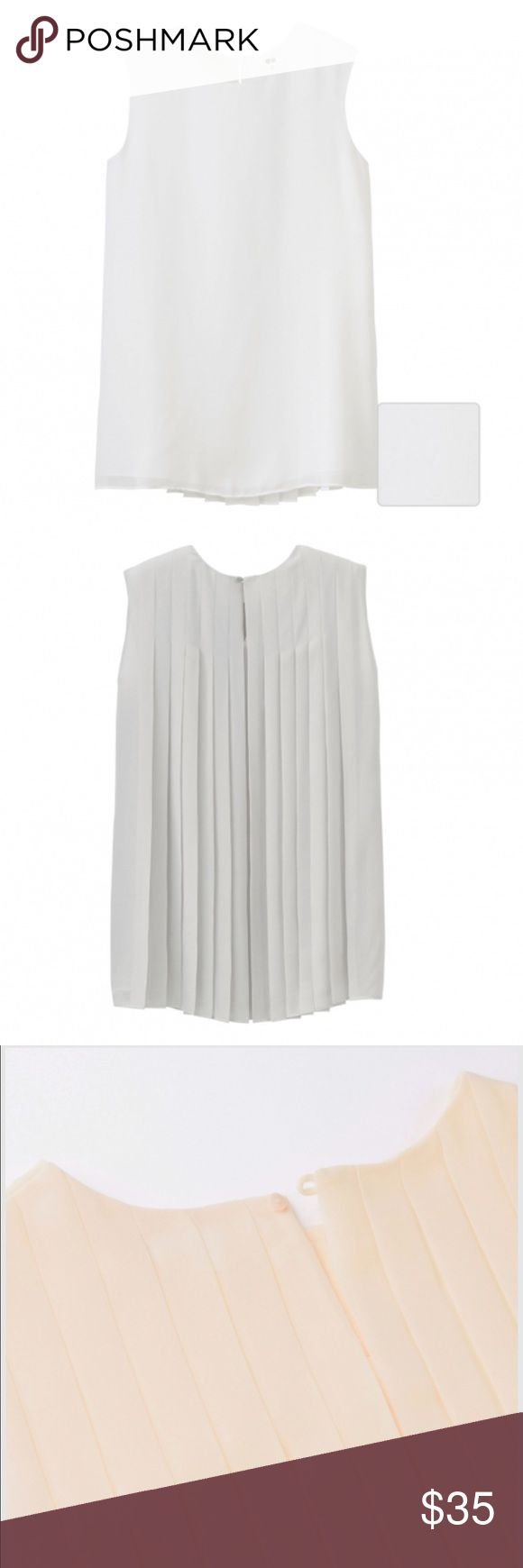 WhitePleated Back Blouse - Size Xs NWT Uniqlo White Blouse - Size Xs - Back Pleated - New Uniqlo Tops Blouses