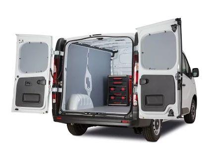 Hier ein Renault Trafic mit der 75 cm hohen Sortimo Unit der engelbert strauss Edition, die bis Ende April im Rahmen der Renault Business Wochen einschließlich attraktiver Null-Prozent-Finanzierung und Full-Service-Pakets angeboten werden. Foto und (c): Renault Deutschland