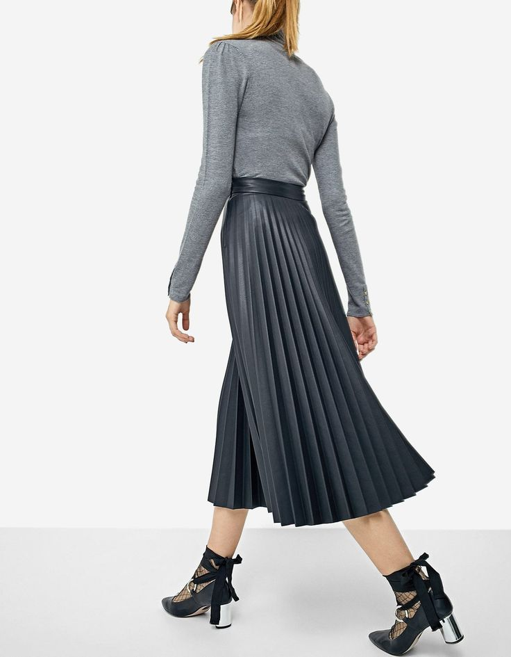 Плиссированная юбка из искусственной кожи - НОВИНКИ | Stradivarius Россия