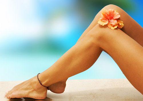 10 consejos importantes para evitar las piernas cansadas: 1. Llevar una dieta rica en fibra. 2. Beber abundante agua. 3. Evitar las comidas saladas. 4. Usar ropa cómoda, nunca muy ajustada. 5. Hacer algo de ejercicio diario (basta con caminar). 6. Dormir con las piernas ligeramente levantadas. 7. Acabar la ducha con un chorro de agua fría en las extremidades. 8. Aplicarse una crema refrescante (con mentol) todos los días. 9. Darse un pequeño masaje antes de dormir. 10. No estar mucho tiempo…