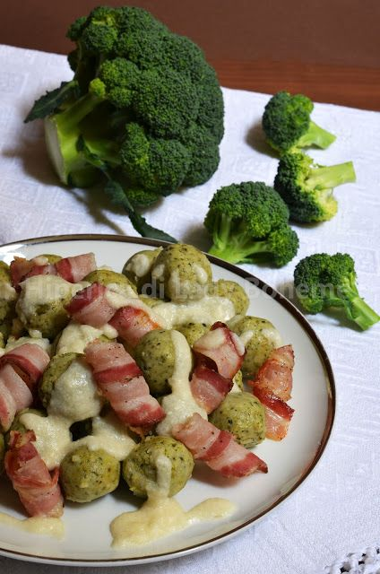 Polpette di broccoli e ricotta con pancetta e fonduta di parmigiano (Broccoli and Ricotta Meatballs with Roasted Bacon and Parmesan Cheese Fondue)