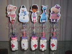 Centro de mesa de Doctora Juguetes para cumpleaños de niños - http://xn--manualidadesparacumpleaos-voc.com/centro-de-mesa-de-doctora-juguetes-para-cumpleanos-de-ninos/