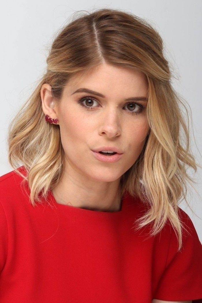Maquillage des yeux avec robe rouge